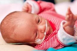 Ist mein Baby traumatisiert? Wie du es herausfindest – und was du jetzt tun kannst